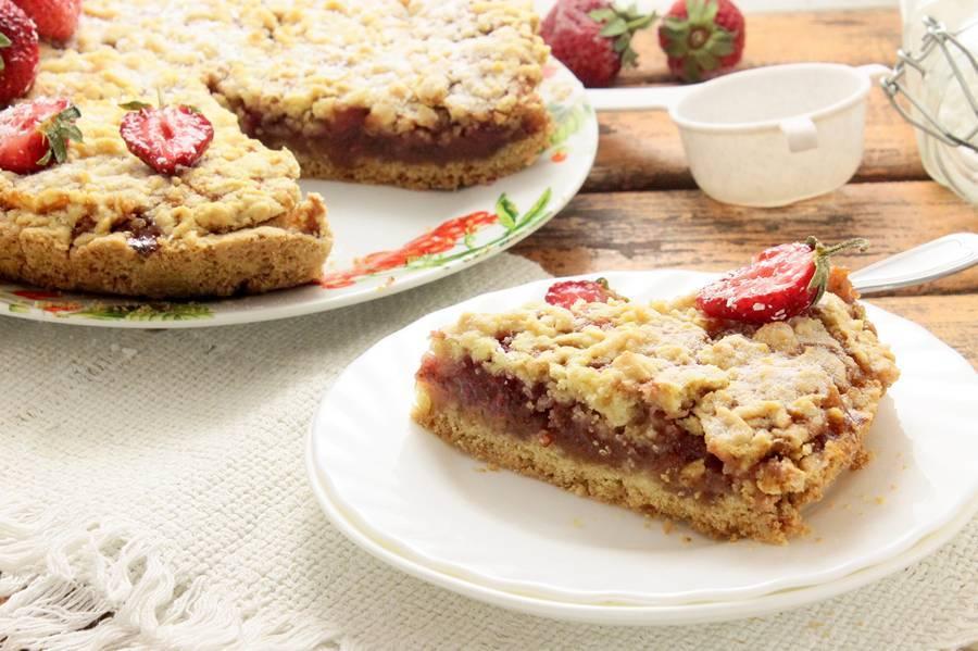 Пирог с клубникой и яблоками рецепт