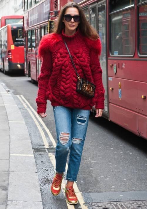 Джинсы со свитером грубой вязки