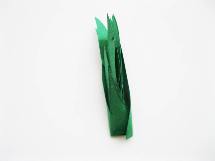 Сворачиваем листву в трубочку