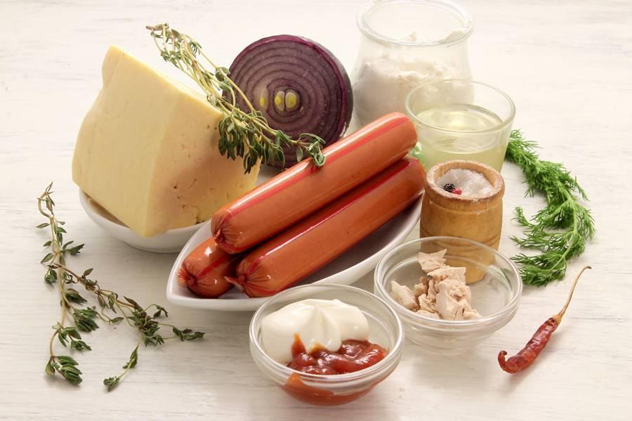 Ингредиенты для приготовления кальцоне с сосисками