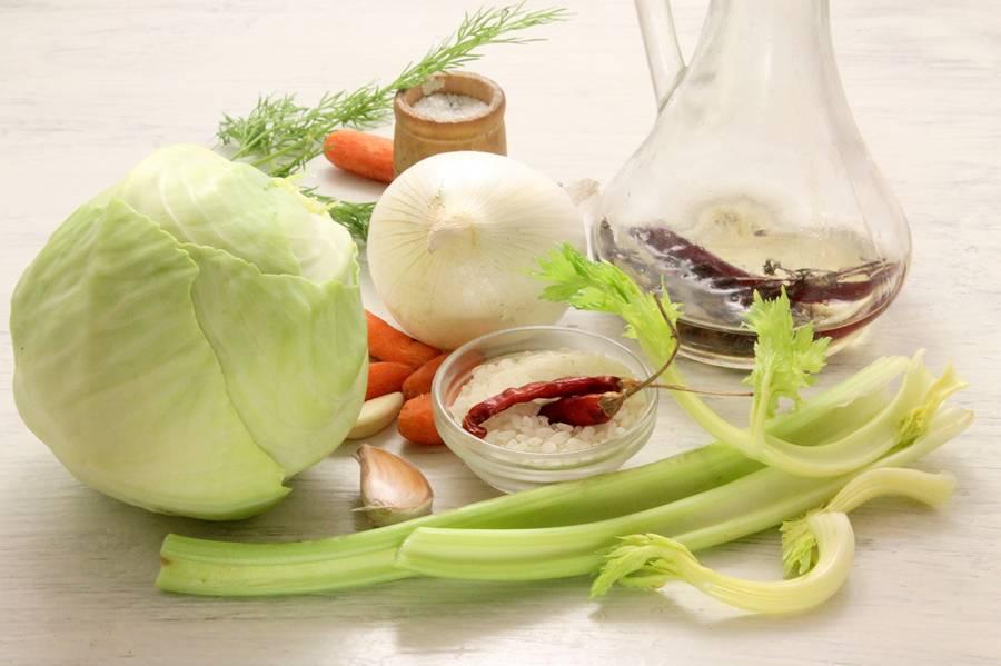 Ингредиенты для приготовления риса с овощами на сковороде