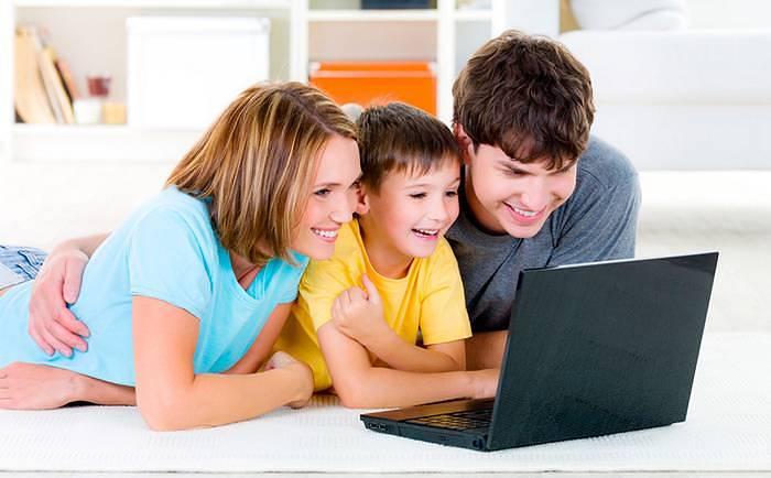 Ребенок, компьютер, родители