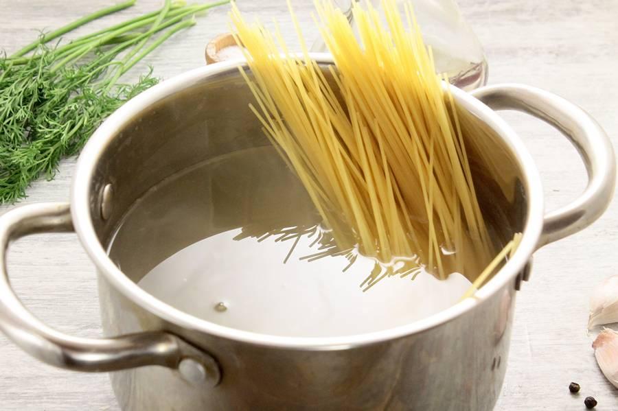 Приготовление спагетти Болоньезе