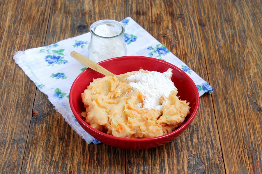 Приготовление картофельных зраз с морковью и мясной начинкой, шаг 3