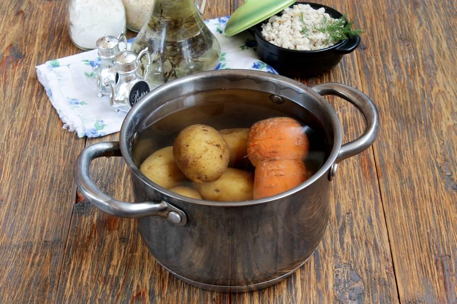 Приготовление картофельных зраз с морковью и мясной начинкой, шаг 1