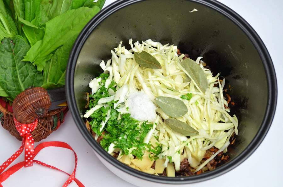 Приготовление зеленого борща с телятиной, шаг 4