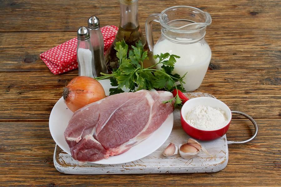 Ингредиенты для приготовления свинины в молоке