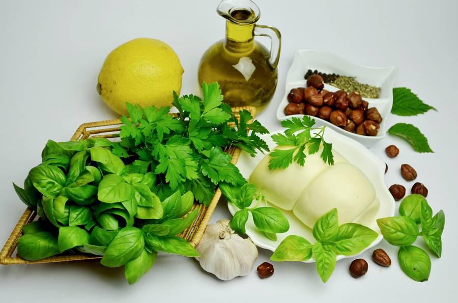 Ингредиенты для соуса Песто с фундуком