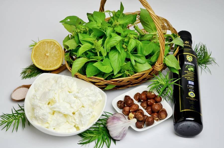 Ингредиенты для соуса песто с творогом