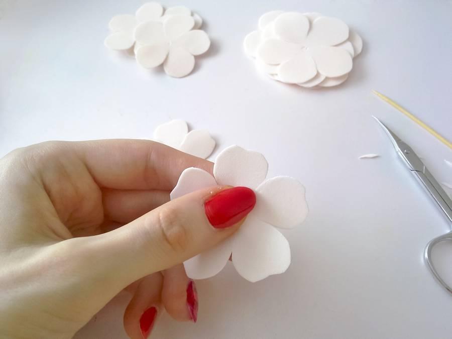 Изготовление резинок для волос с шиповником