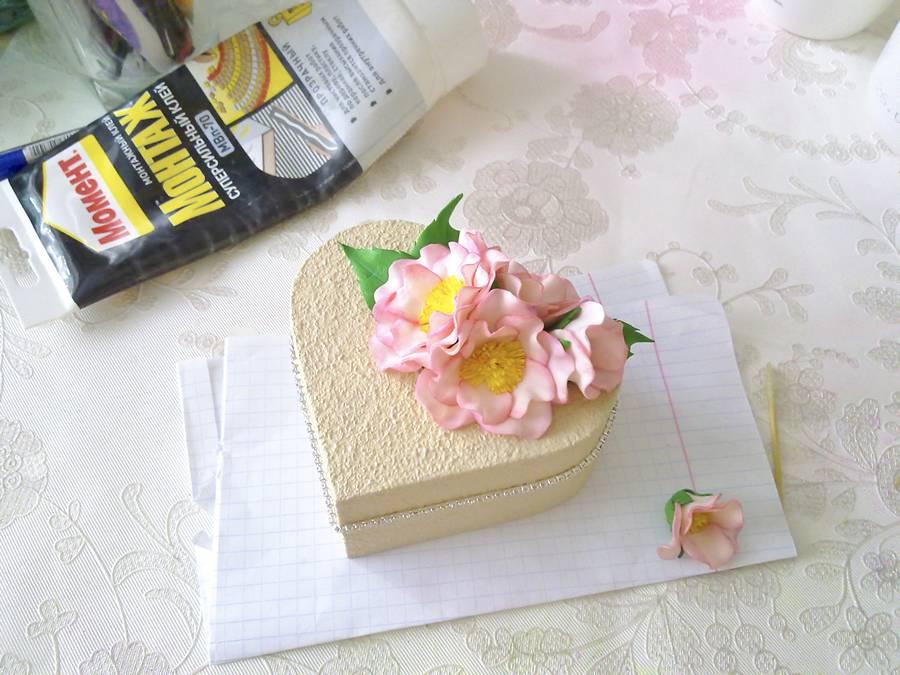 Изготовление шкатулки с цветами из фоамирана