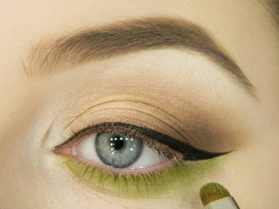 Классический макияж глаз с акцентом на нижнее веко