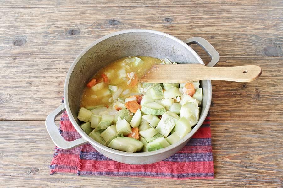 Приготовление кабачковой икры с яблоком