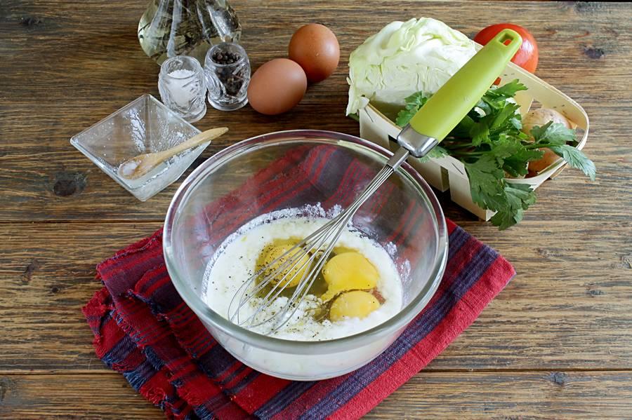 Приготовление омлета на сковороде