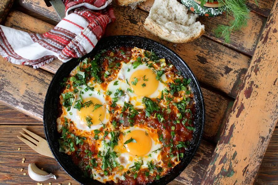 Чирбули — грузинская яичница в сковороде