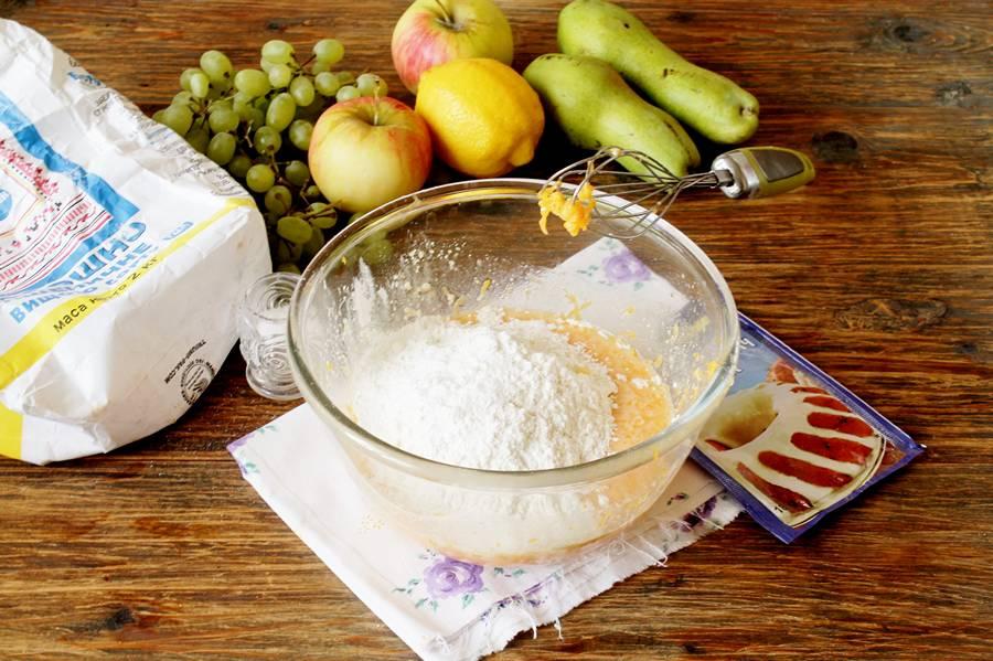 Приготовление фруктовой лепешки из тыквенного теста
