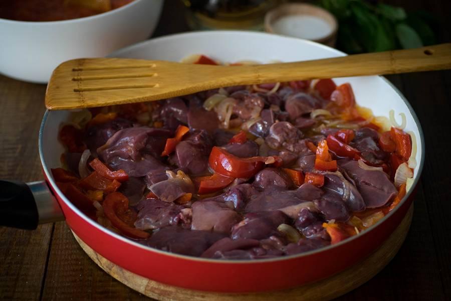 Приготовление куриной печени с овощами