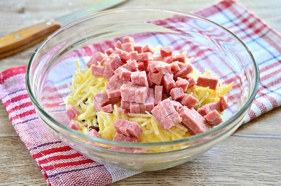 Приготовление салата с фасолью и сыром
