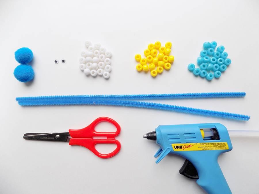 Материалы и инструменты для изготовления паука из синельной проволоки