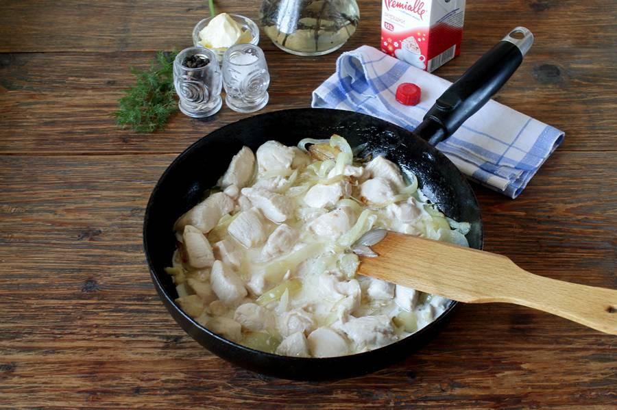 Приготовление курицы с макаронами в сливках
