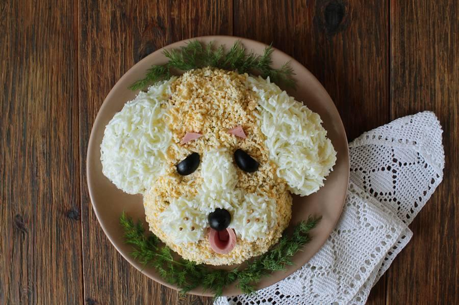 Приготовление новогоднего салата Собака