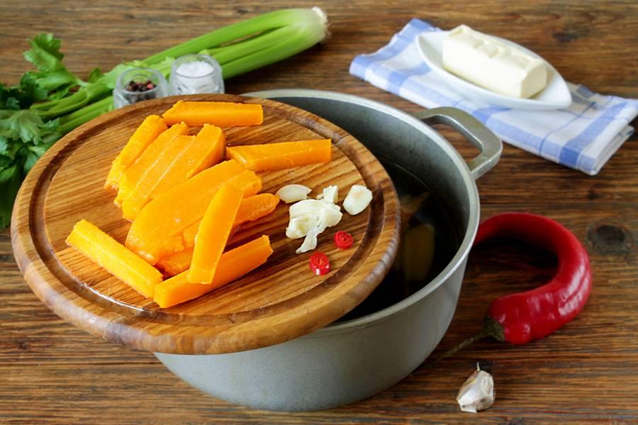 Приготовление рыбного супа с тыквой