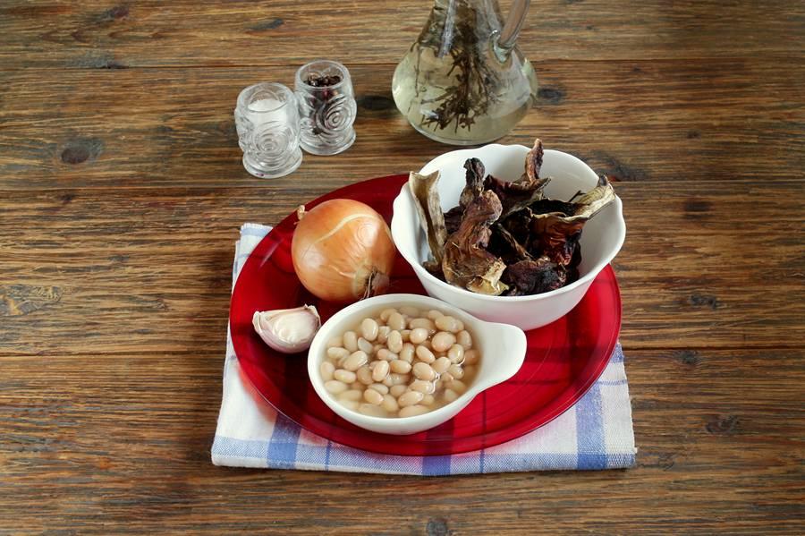 Ингредиенты для салата из фасоли и грибов