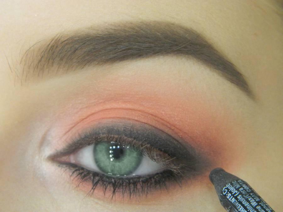 Как сделать макияж для зеленых глаз шаг 10