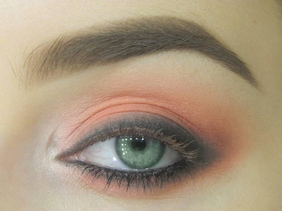Как сделать макияж для зеленых глаз шаг 11
