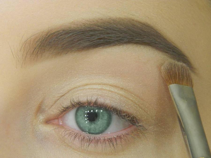 Как сделать макияж для зеленых глаз шаг 2