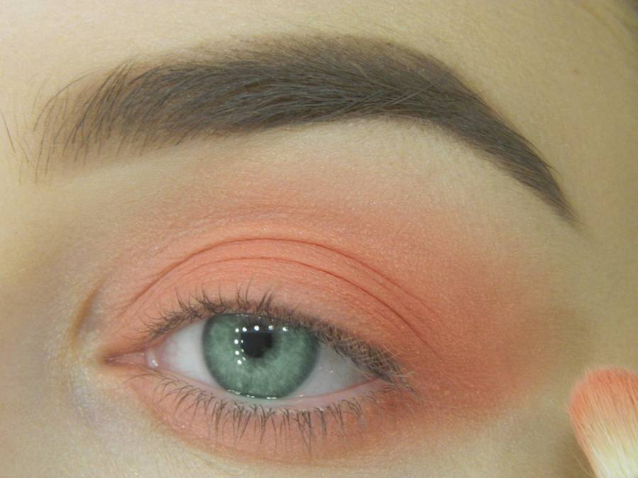 Как сделать макияж для зеленых глаз шаг 5