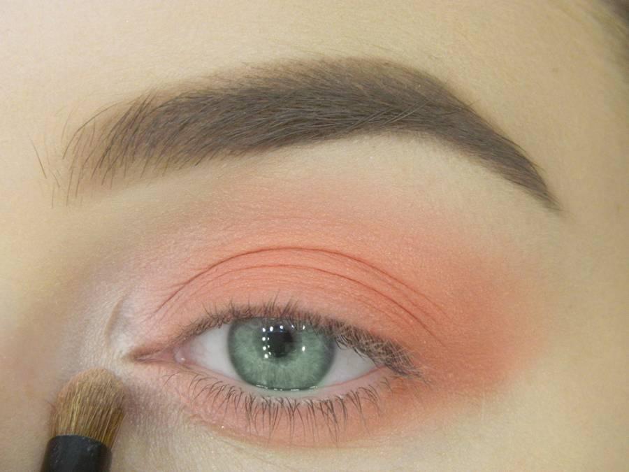 Как сделать макияж для зеленых глаз шаг 6