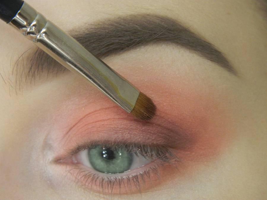 Как сделать макияж для зеленых глаз шаг 7