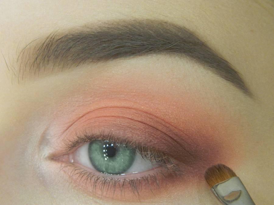 Как сделать макияж для зеленых глаз шаг 8