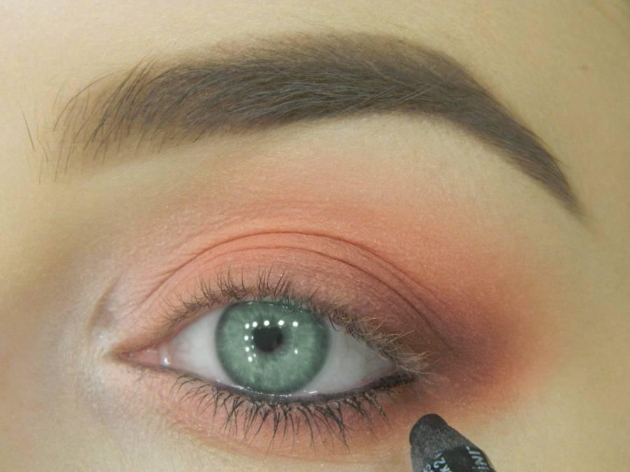 Как сделать макияж для зеленых глаз шаг 9