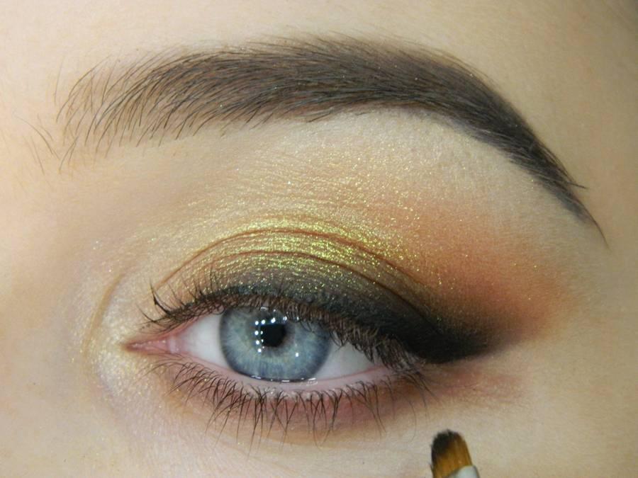Как сделать макияж с растушеванной стрелкой шаг 11