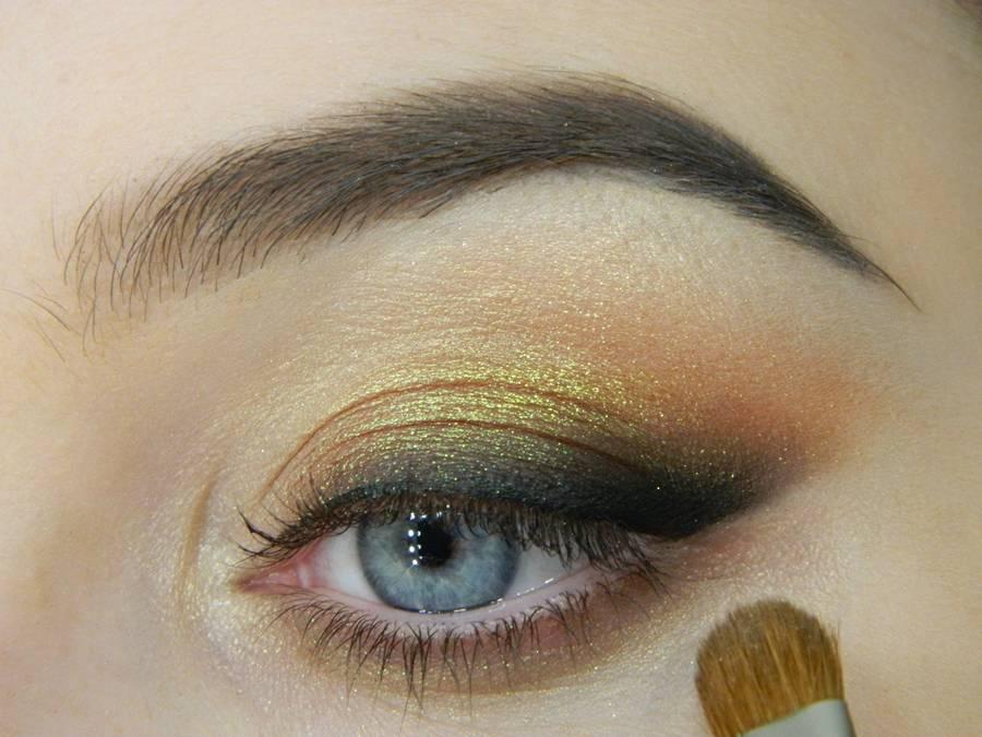 Как сделать макияж с растушеванной стрелкой шаг 12
