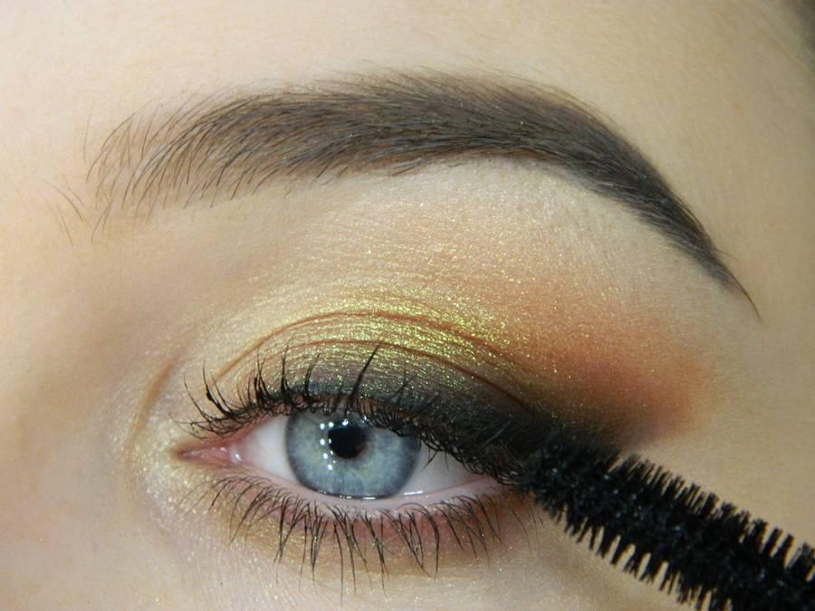 Как сделать макияж с растушеванной стрелкой шаг 13