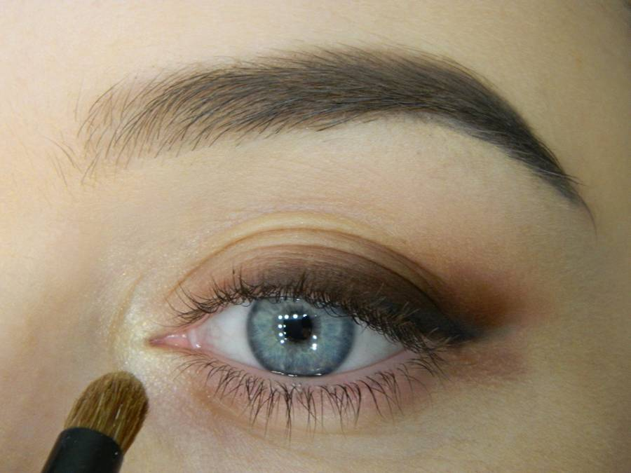 Как сделать макияж с растушеванной стрелкой шаг 5