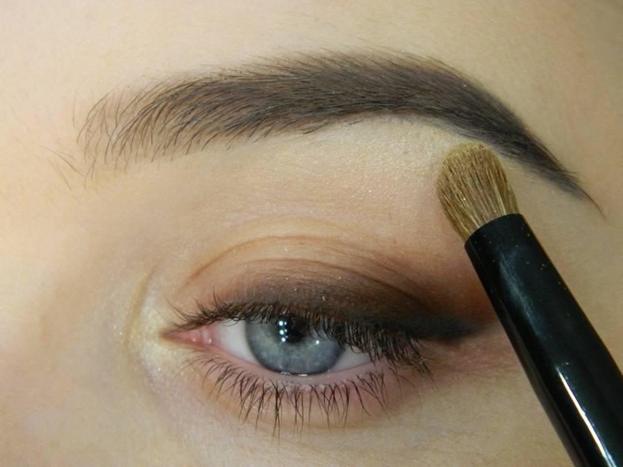 Как сделать макияж с растушеванной стрелкой шаг 6