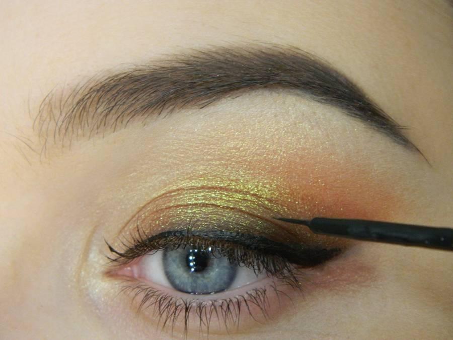 Как сделать макияж с растушеванной стрелкой шаг 8