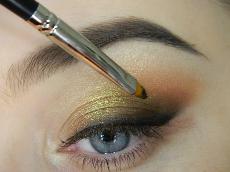 Как сделать макияж с растушеванной стрелкой шаг 9