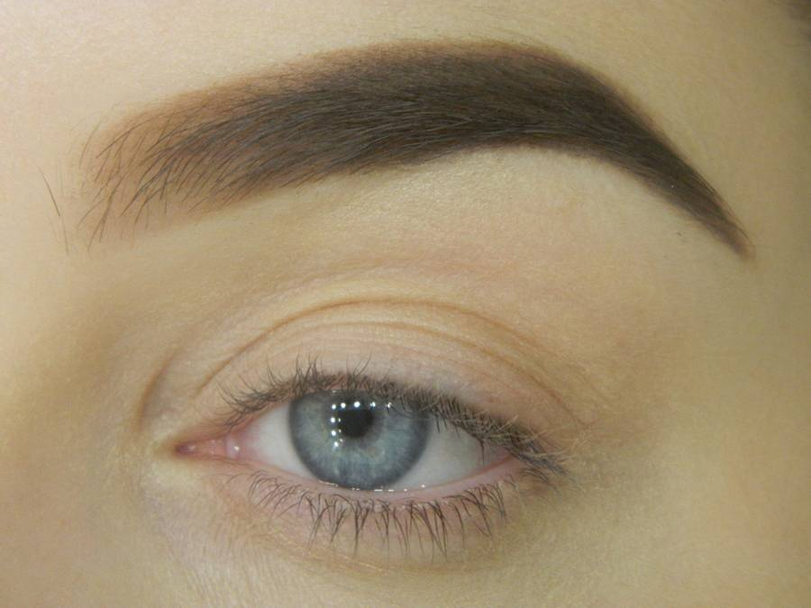 Как сделать яркий контрастный макияж шаг 1