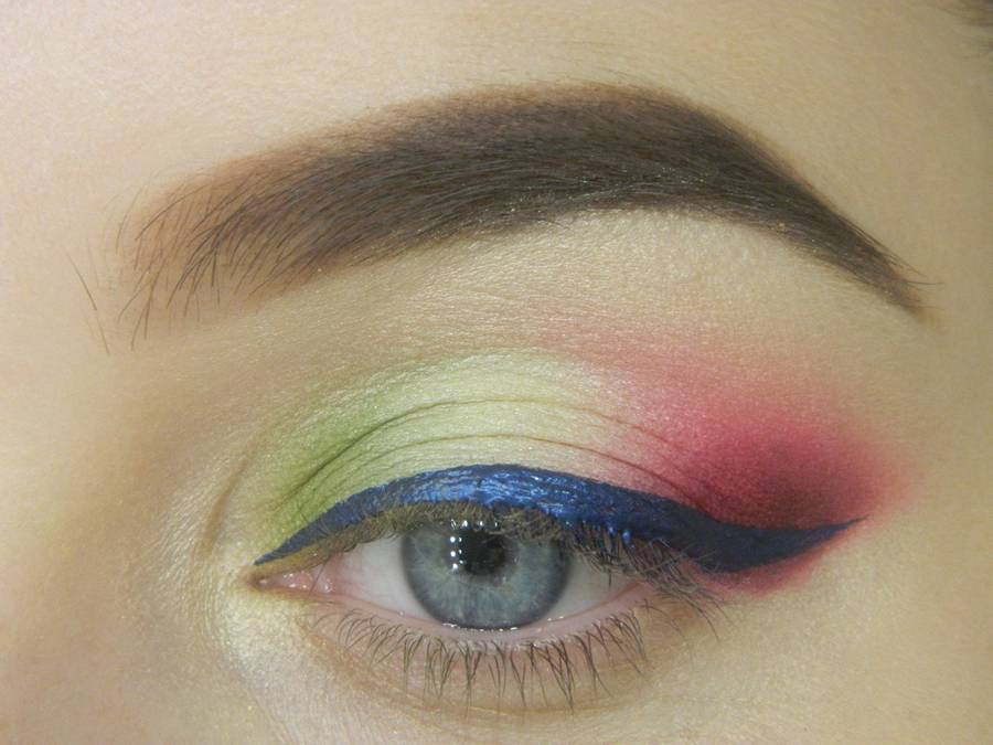 Как сделать яркий контрастный макияж шаг 12