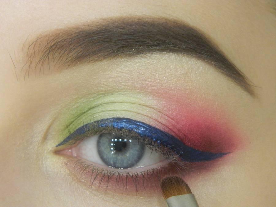Как сделать яркий контрастный макияж шаг 13