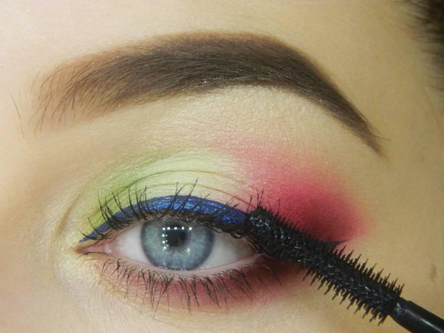 Как сделать яркий контрастный макияж шаг 14