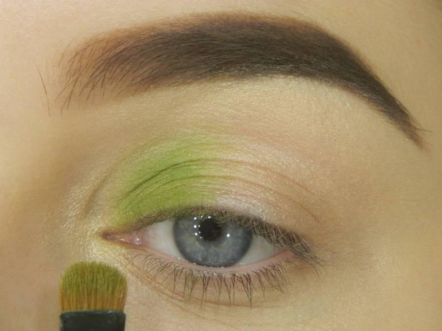 Как сделать яркий контрастный макияж шаг 4