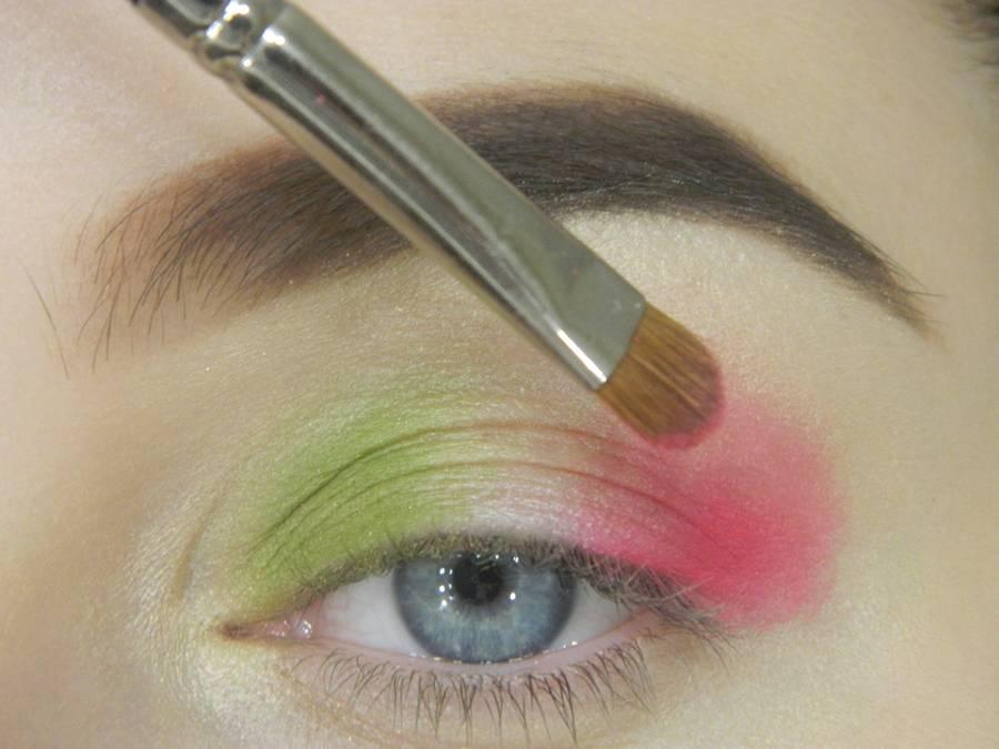 Как сделать яркий контрастный макияж шаг 5