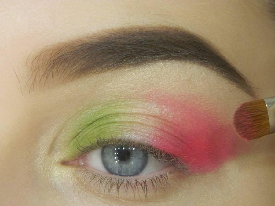 Как сделать яркий контрастный макияж шаг 6