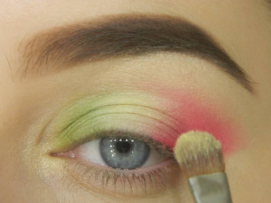 Как сделать яркий контрастный макияж шаг 7